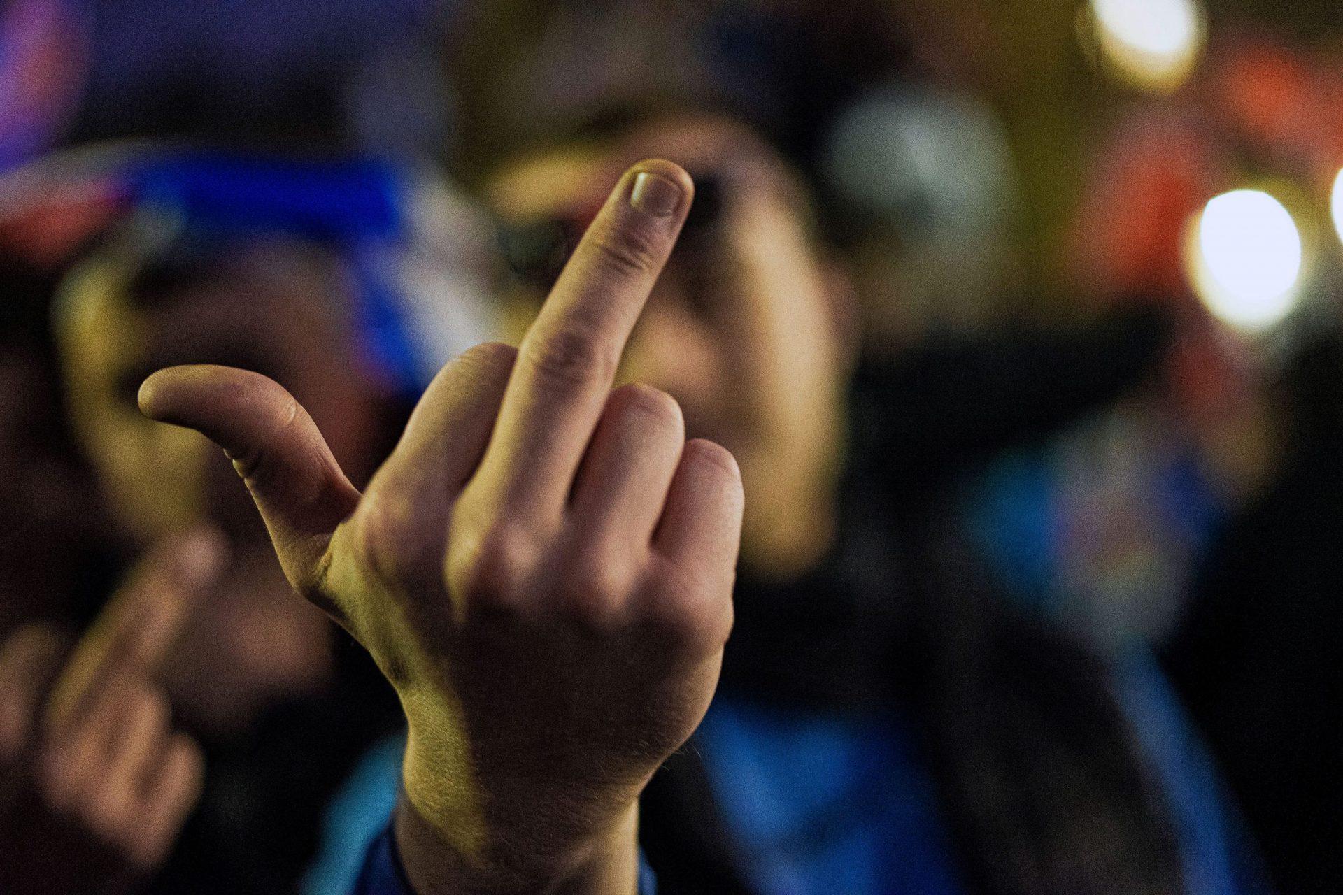 One of rengers fan show fuck finger